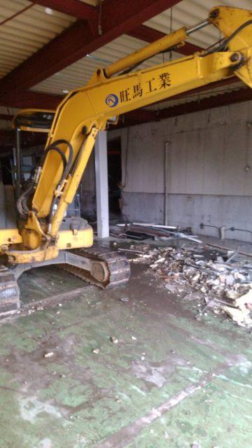 食品工場の内装解体工事を行いました