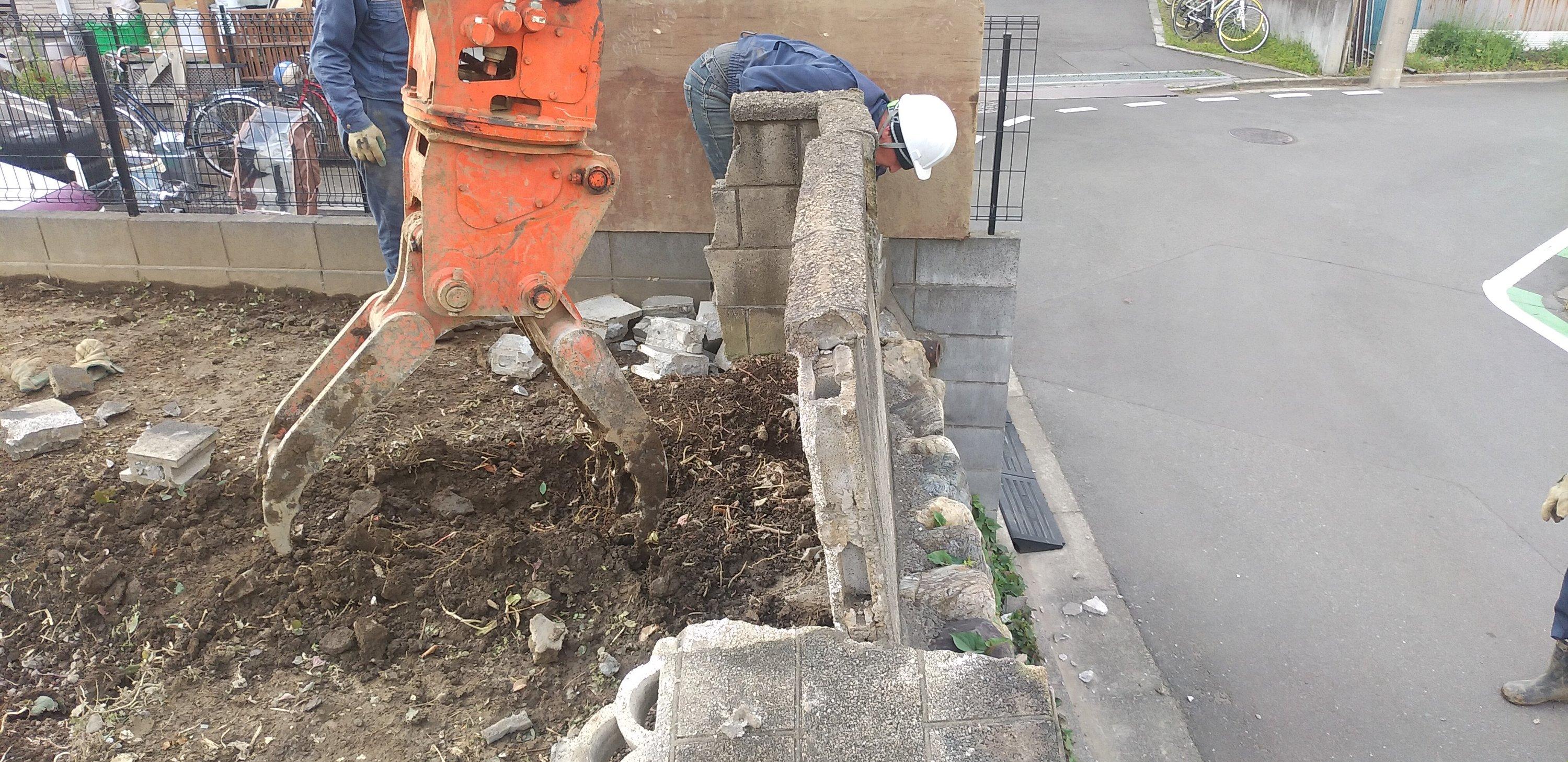 朝霞市田島で土留め工事、CBフェンス工事を行わせていただきました。