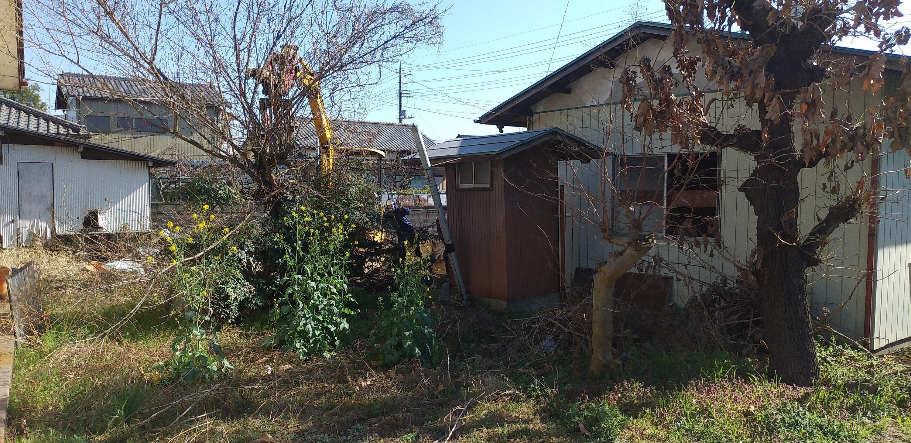 狭山市、所沢市、入間市、川越市で解体工事を行わせてもらっている旺馬工業です。今回は日高市で木造平屋2棟の解体工事を行わせていただきました。