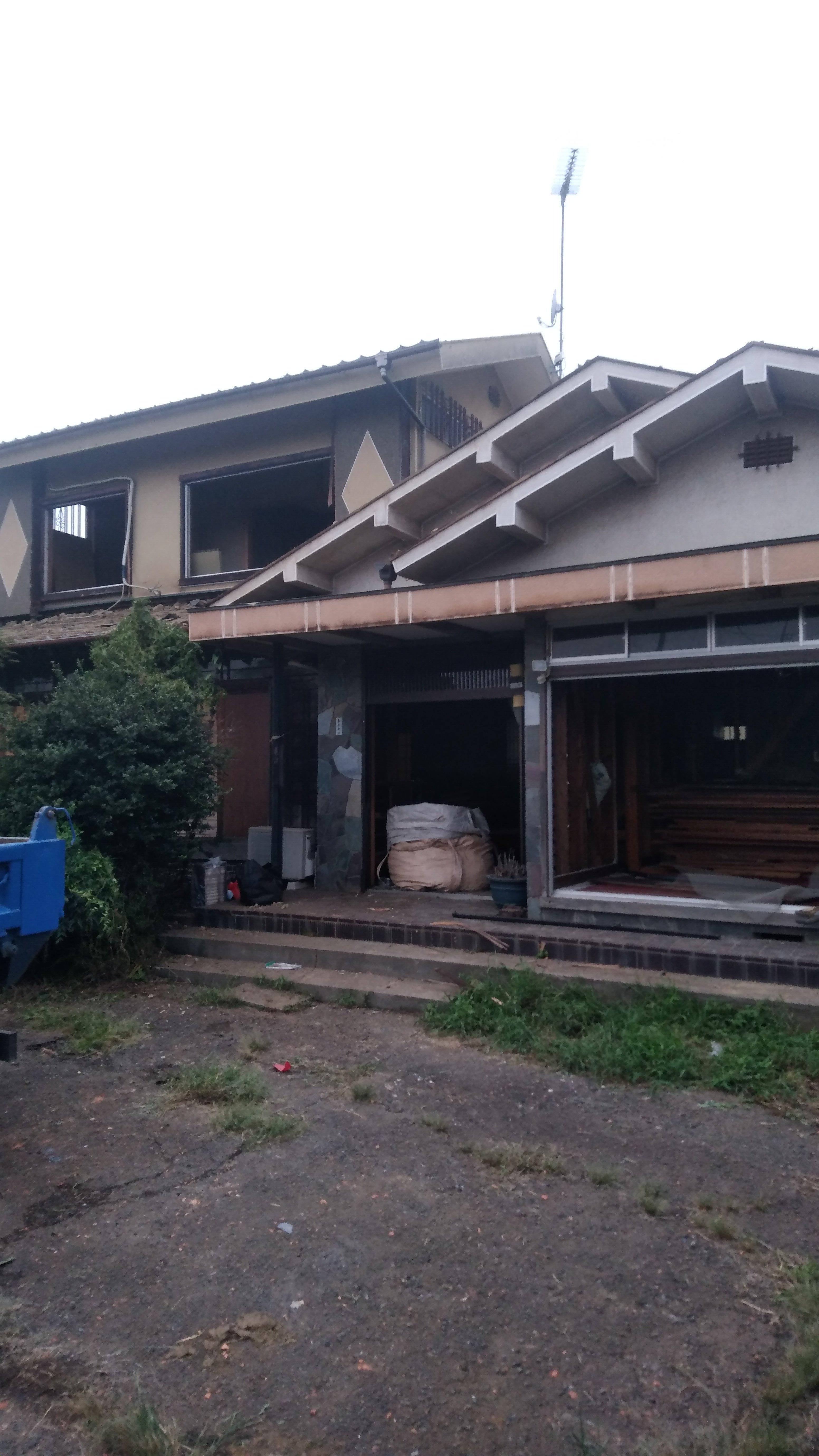 埼玉県狭山市南入曽で木造2階建の解体工事を行いました。
